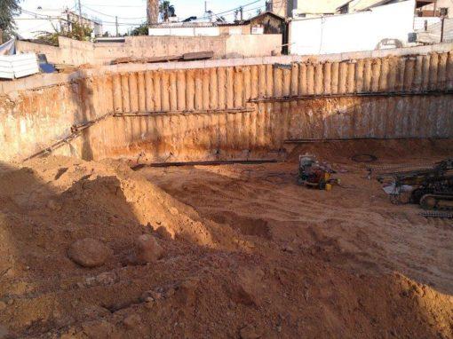 חפירת מרתף למגדל מגורים במקום אולפני גבע – גבעתיים